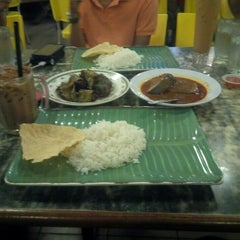Photo taken at Restoran Kari Kepala Ikan SG by Muiz N. on 10/11/2015