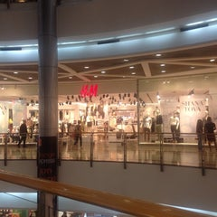Photo taken at H&M by Omer L. on 9/29/2014