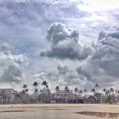 Photo taken at Apsaras Beach Resort And Spa Phang Nga by zanyasan on 8/4/2014
