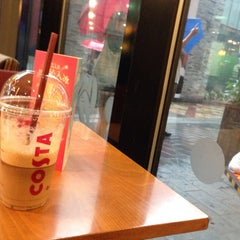 Photo taken at Costa Coffee by Taweewat M. on 7/12/2014