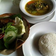 Photo taken at Warung Be Pasih by Dedot on 12/5/2012