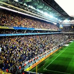 Photo taken at Fenerbahçe Şükrü Saracoğlu Stadyumu by Cemre K. on 5/12/2013