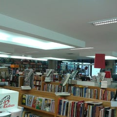 Photo taken at Livraria Vozes by Welton R. on 3/14/2014