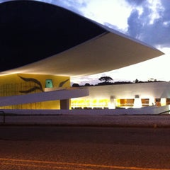 Photo taken at Museu Oscar Niemeyer (MON) by Fabio C. on 4/7/2013