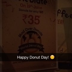 Photo taken at Mad Over Donuts by Paritosh D. on 6/19/2015