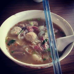 Photo taken at Sri Weld Food Court by Kwan Hoong C. on 9/27/2012