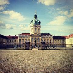 Das Foto wurde bei Schloss Charlottenburg von Terry M. am 6/4/2013 aufgenommen