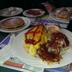 Photo taken at Sophia's House of Pancakes by Elrico H. on 10/6/2013