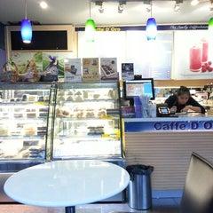 Photo taken at Caffè D´Oro (คาเฟ ดิโอโร่) by IAMOOY on 12/24/2014
