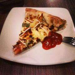 Photo taken at Pizza Hut by Apriyandi &. on 7/20/2013