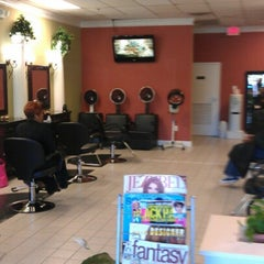 Photo taken at The Perfect Weave Salon by Toni R. on 9/27/2012