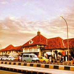 Photo taken at Stasiun Jatinegara by Eshape B. on 12/19/2012