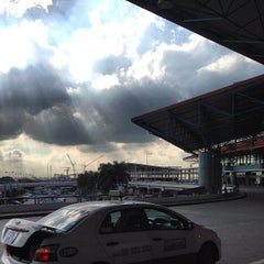 Photo taken at Domestic Terminal by ! @ 🇯🇵Eiji R. on 8/5/2013