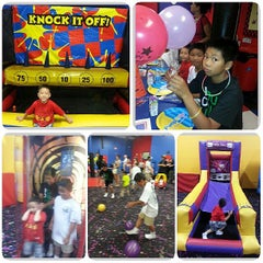 Photo taken at Pump It Up by Leslie Y. on 7/15/2013