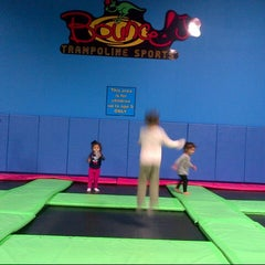 Photo taken at Bounce Trampoline Sports by Steve B. on 1/3/2015