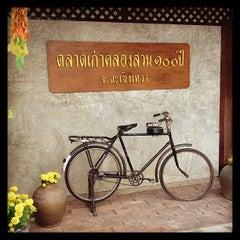 Photo taken at ตลาดคลองสวน 100 ปี (Klong Suan 100-Year-Old Market) by Benz z. on 6/2/2013