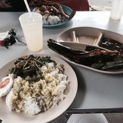 Photo taken at Kak Ton D'Condo by Syafiq K. on 12/14/2015