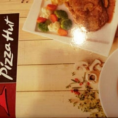 Photo taken at Pizza Hut by Sofiyah A. on 4/20/2013