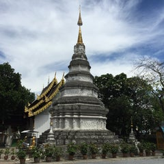 Photo taken at วัดพันแหวน (Wat Phan Waen) by Thoranin T. on 8/25/2015