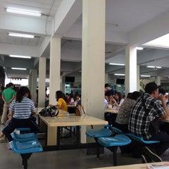 Photo taken at โรงอาหารคณะบริหารธุรกิจ (ACC-BA Cafeteria) by Thoranin T. on 11/7/2015