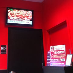 Photo taken at Pizza Hut by Sasha S. on 4/14/2013
