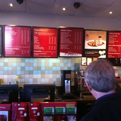 Photo taken at Starbucks by Wesley S. on 12/18/2012