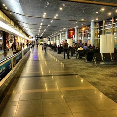 Photo taken at Aeropuerto Internacional El Dorado (BOG) by Benhur R. on 6/5/2013