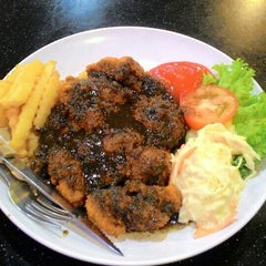 Photo taken at Restoran Air Buah Gelas Besar by Syazwan R. on 4/11/2016