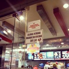 Photo taken at KFC by Frendky bull'z S. on 12/28/2014