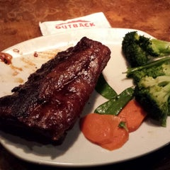 Photo taken at Outback Steakhouse by Celso Junior on 5/27/2013