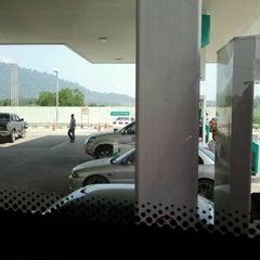 Photo taken at Petronas Al Muktafi Billah Shah by ⓓⓤ on 9/21/2012