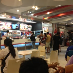 Photo taken at KFC by Bianca Levina L. on 4/26/2013