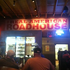 Photo taken at Logan's Roadhouse by Kevin K. on 11/4/2012