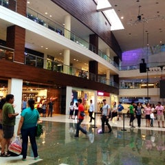 Photo taken at Glorietta by Marisol on 5/27/2013