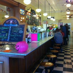 Photo taken at Beth Marie's Old Fashioned Ice Cream & Soda Fountain by Lena L. on 10/28/2012