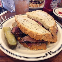 Photo taken at Langer's Delicatessen-Restaurant by Midtown Lunch LA on 11/16/2012