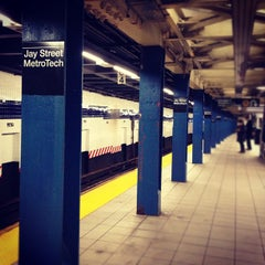Photo taken at MTA Subway - Jay St/MetroTech (A/C/F/R) by Pao &. on 12/10/2012