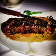 Photo taken at Morton's Steakhouse by Ryan H. on 12/7/2012