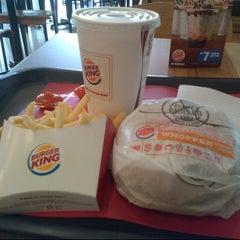 Photo taken at Burger King by Elly R. on 8/17/2015