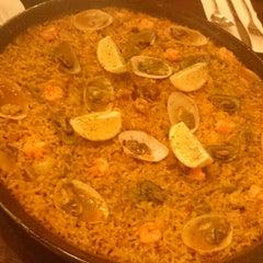 Photo taken at Ipar's Restaurante Y Bar De Tapas by Jj B. on 3/11/2015