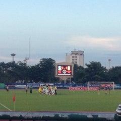 Photo taken at สนามกีฬาจังหวัดพระนครศรีอยุธยา by Nisara K. on 10/3/2012