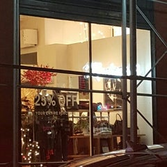 Photo taken at Madewell by Eve Y. on 11/25/2015