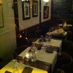 Photo taken at Les Pissenlits Par La Racine by Sidney B. on 10/14/2011