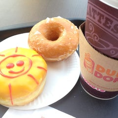 Photo taken at Dunkin' Donuts by Kris T. on 10/4/2012