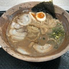 Photo taken at Gumshara Ramen (がむしゃら ラーメン) by James W. on 10/13/2012