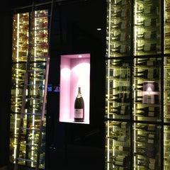 Photo taken at Van der Valk Airporthotel Düsseldorf by Neverme on 5/1/2013