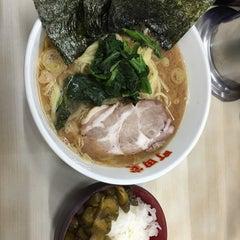 Photo taken at 横浜ラーメン町田家 町田本店 by Arima K. on 10/9/2014