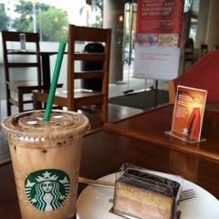 Photo taken at Starbucks by Carpe D. on 11/15/2014