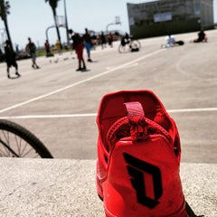 Photo taken at Venice Beach Basketball Courts by Eric R. on 4/11/2015