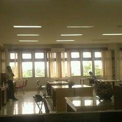 Photo taken at Perpustakaan STAN by Choirul R. on 11/22/2012